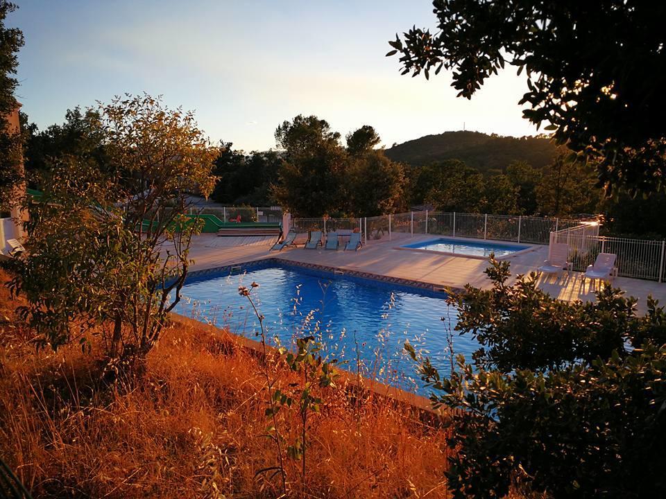 Piscine Residence de vacances Rocbaron SoleiLuna